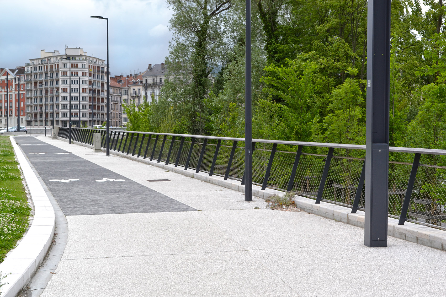 tramway de grenoble urban nt. Black Bedroom Furniture Sets. Home Design Ideas